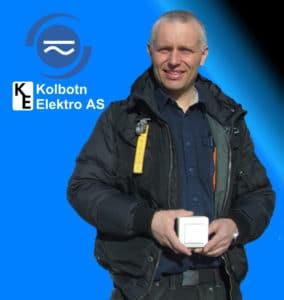 Daglig leder i Kolbotn Elektro installerer mange downlights i gamle hjem